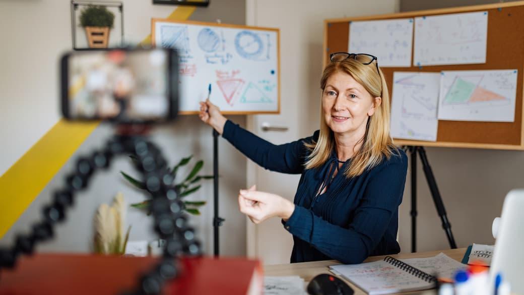 Woman-teaching-online.jpg