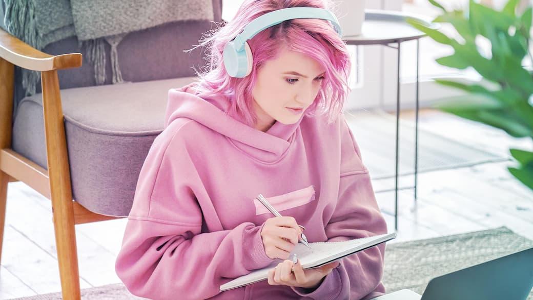 Woman-in-pink-hoodie.jpg